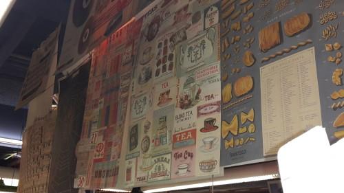 Onderweg naar het café gingen we nog langs de Harolds, de ultieme knutsel winkel is dat. Ze hadden er enorm veel mooie posters hangen, allemaal met een vintage stijl.